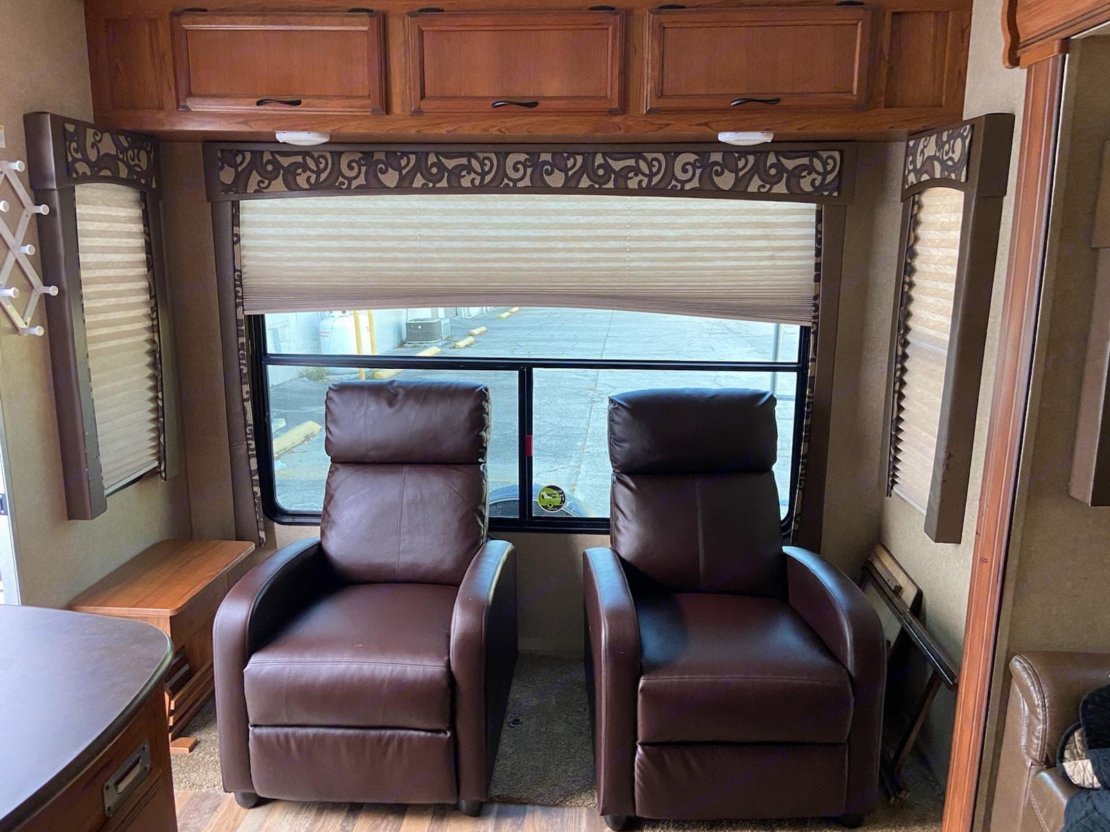 Leather recliners. Starcraft Autumn Ridge 2015