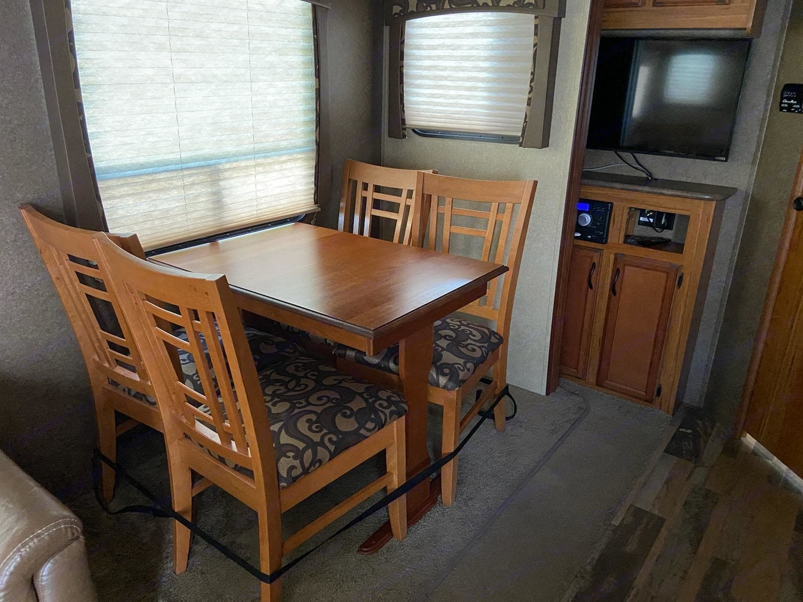 Dining table and chairs. Starcraft Autumn Ridge 2015