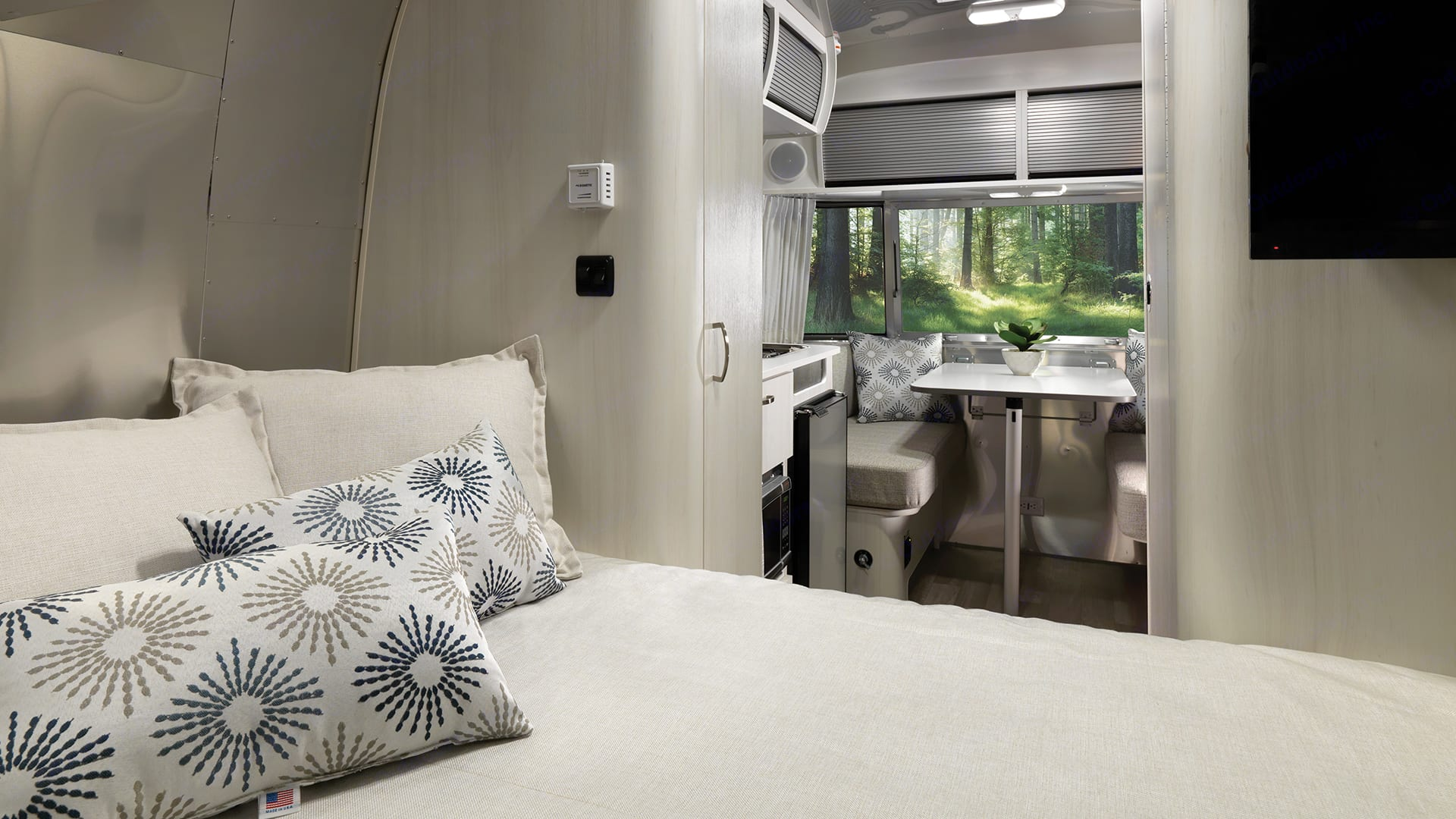 Bed. Airstream Sport 2019