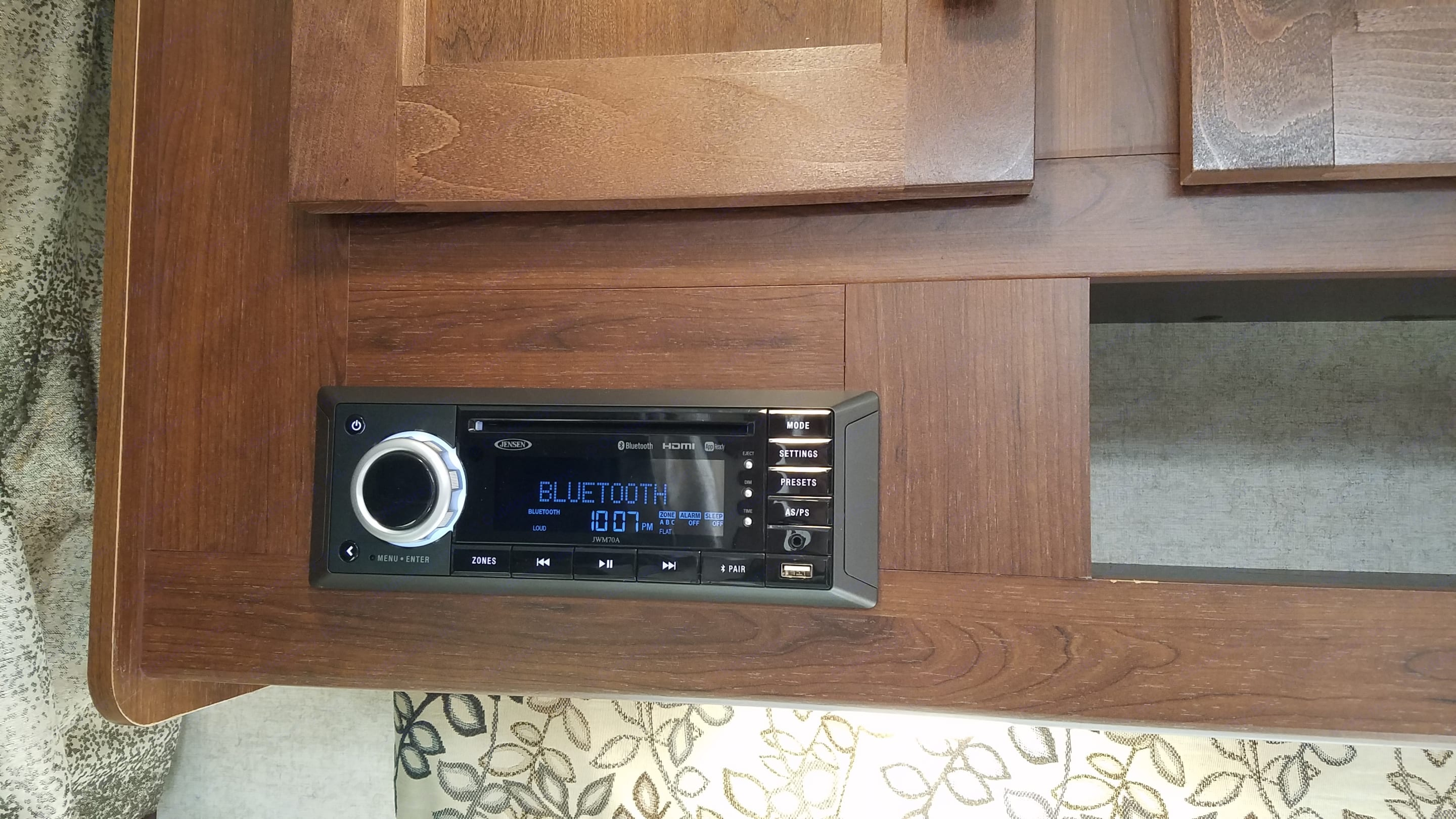 CD & DVD player. Forest River Forester 2018