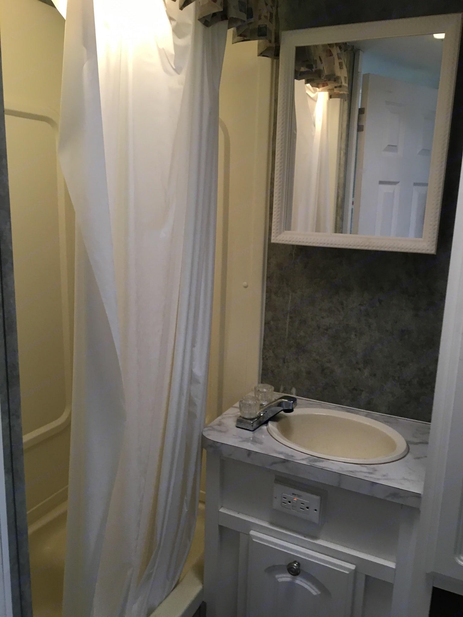 Bathroom. Starcraft Aruba 2007