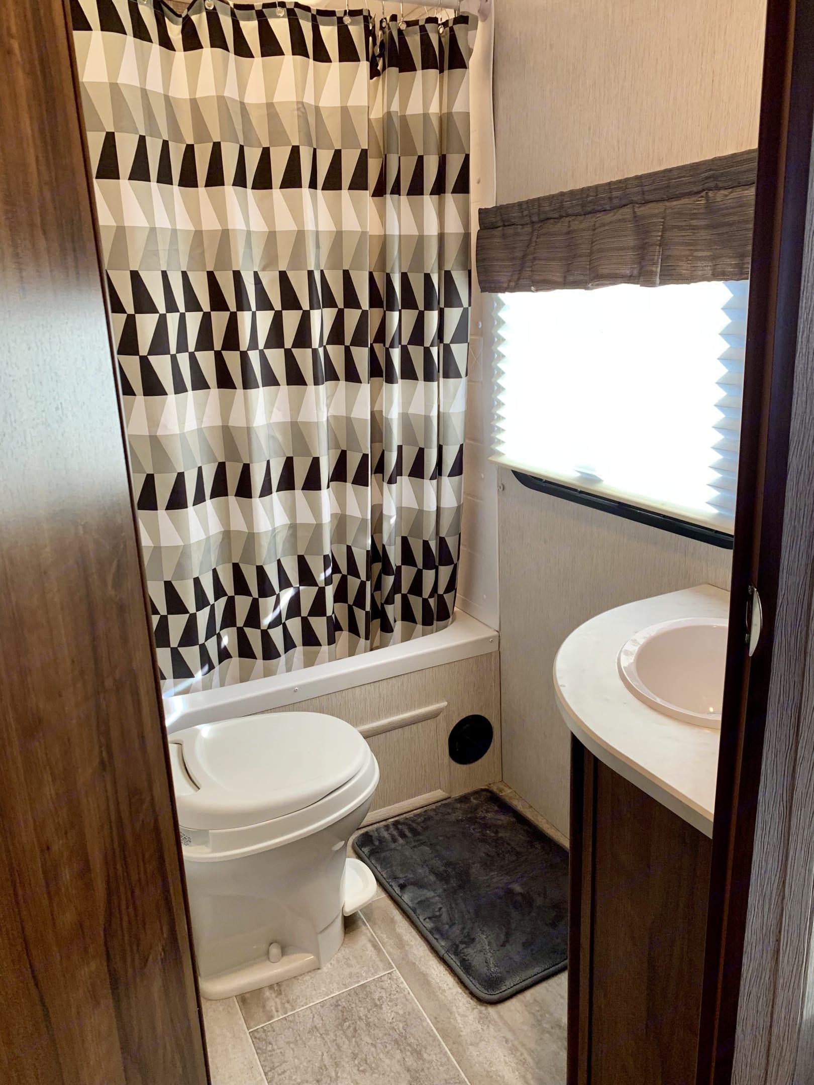 clean bathroom. Heartland Mallard 2018