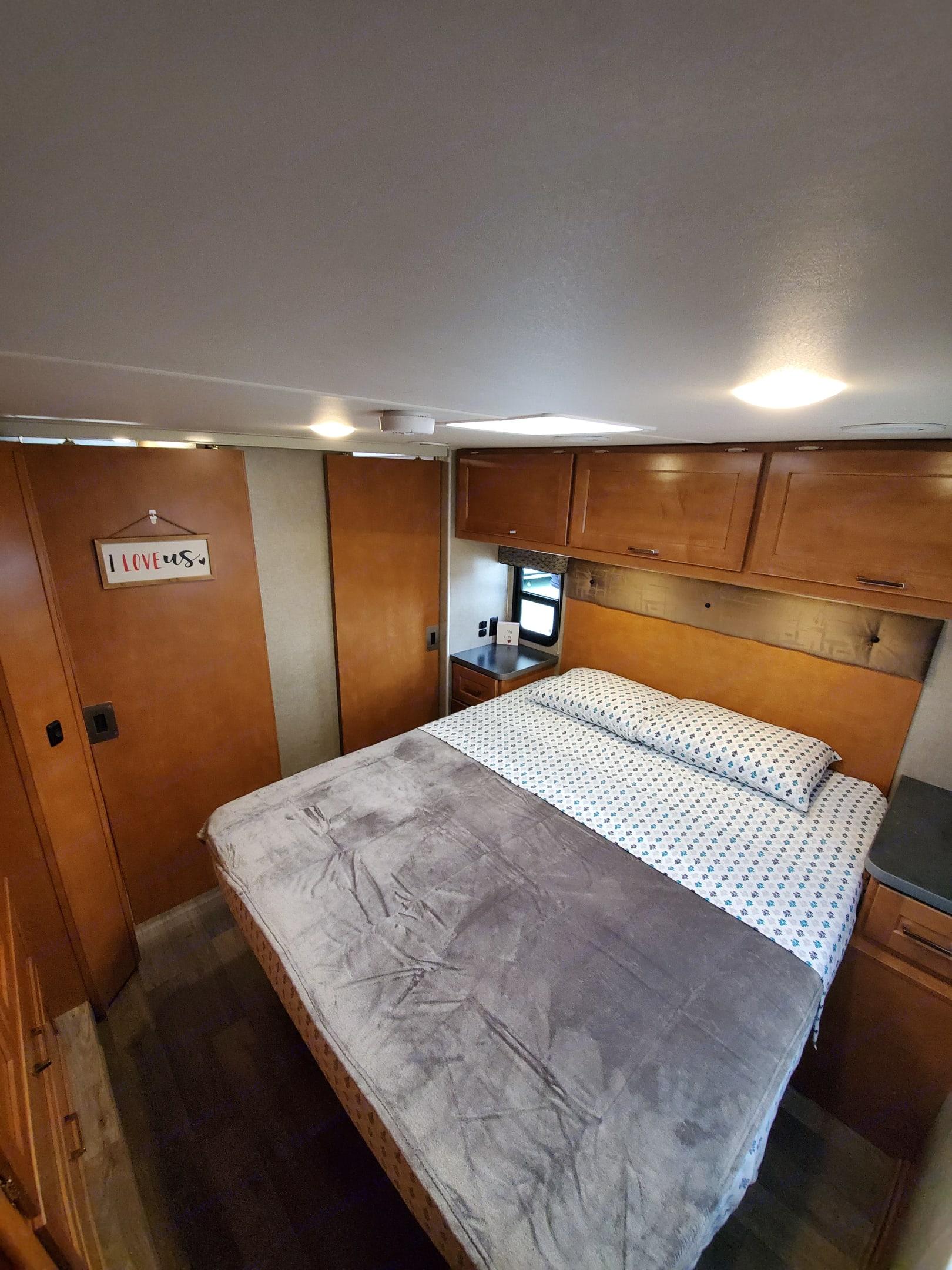 comfy queen master bedroom. Winnebago Minnie Winnie 2019