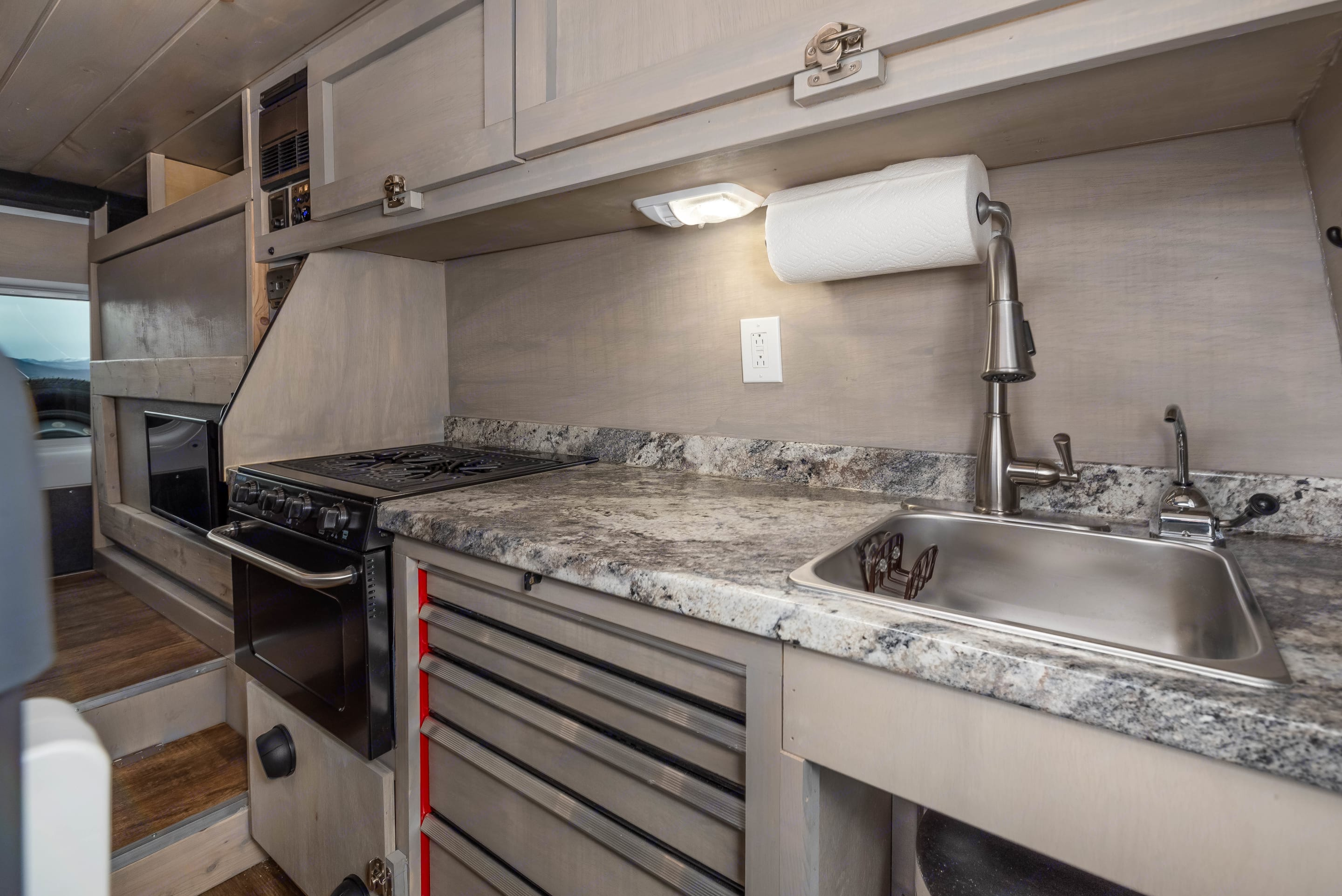Full Kitchen- oven included. Ram Promaster 2500 2017