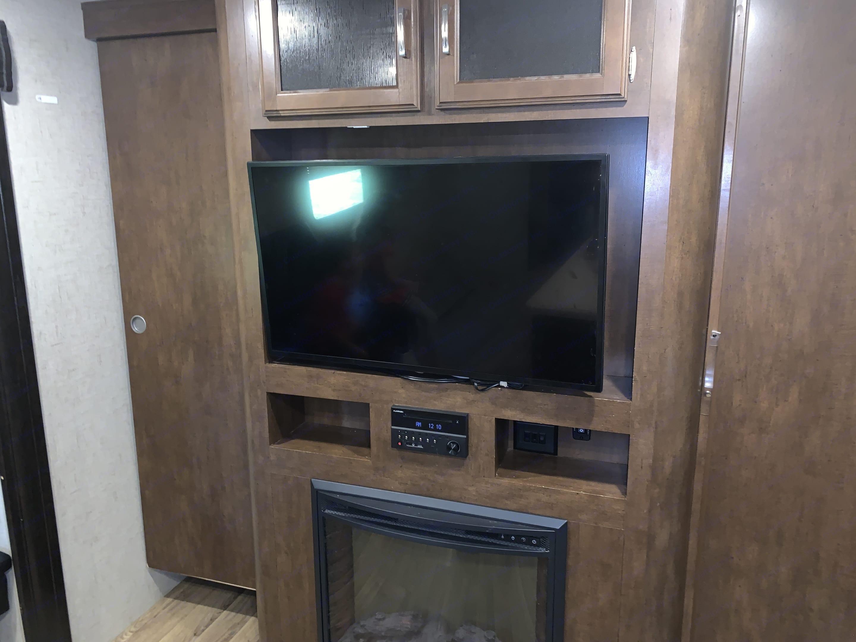 40 inch TV. Venture Rv Sporttrek 2018