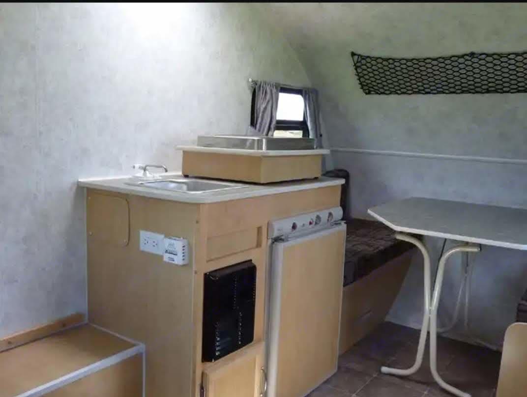 cuisine intérieure, frigo propane/ électrique, évier, chauffage au propane. Prolite Mini 2013