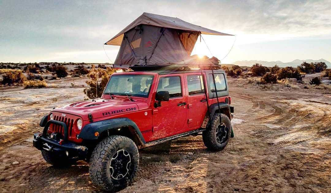 Rubicon equipped with rooftop tent. . Jeep Wrangler Rubicon Unlimited 2014