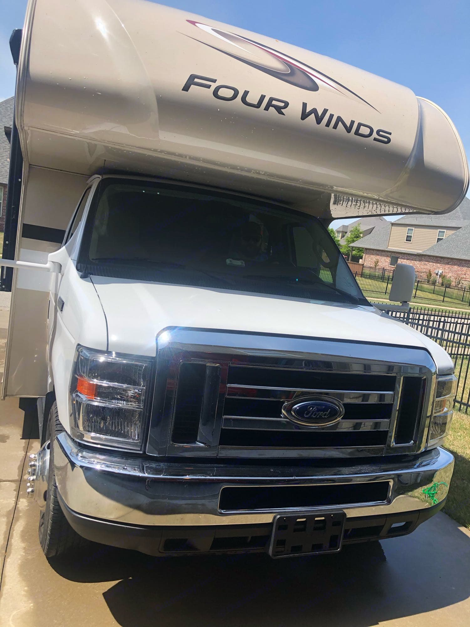Ford Truck. Automatic. Adjustable mirrors. OK toll pass included. Thor Motor Coach Four Winds 2019