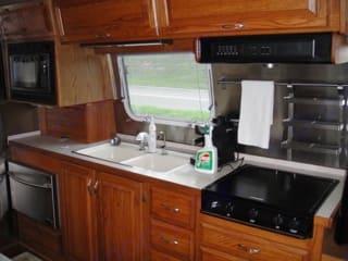 Kitchen. Airstream Excella 1996