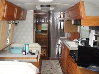 Kitchen dining. Airstream Excella 1996