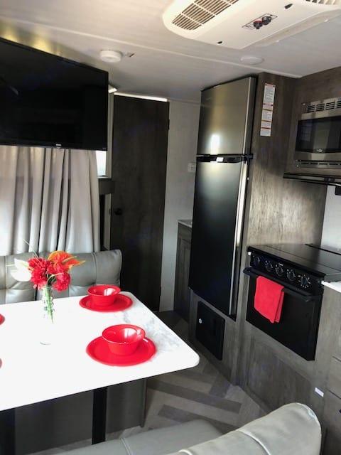 Full kitchen. Forest River Salem Cruise Lite 19DBXL 2020