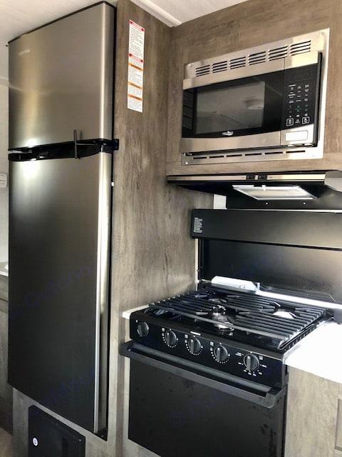 3 burner stove. Forest River Salem Cruise Lite 19DBXL 2020