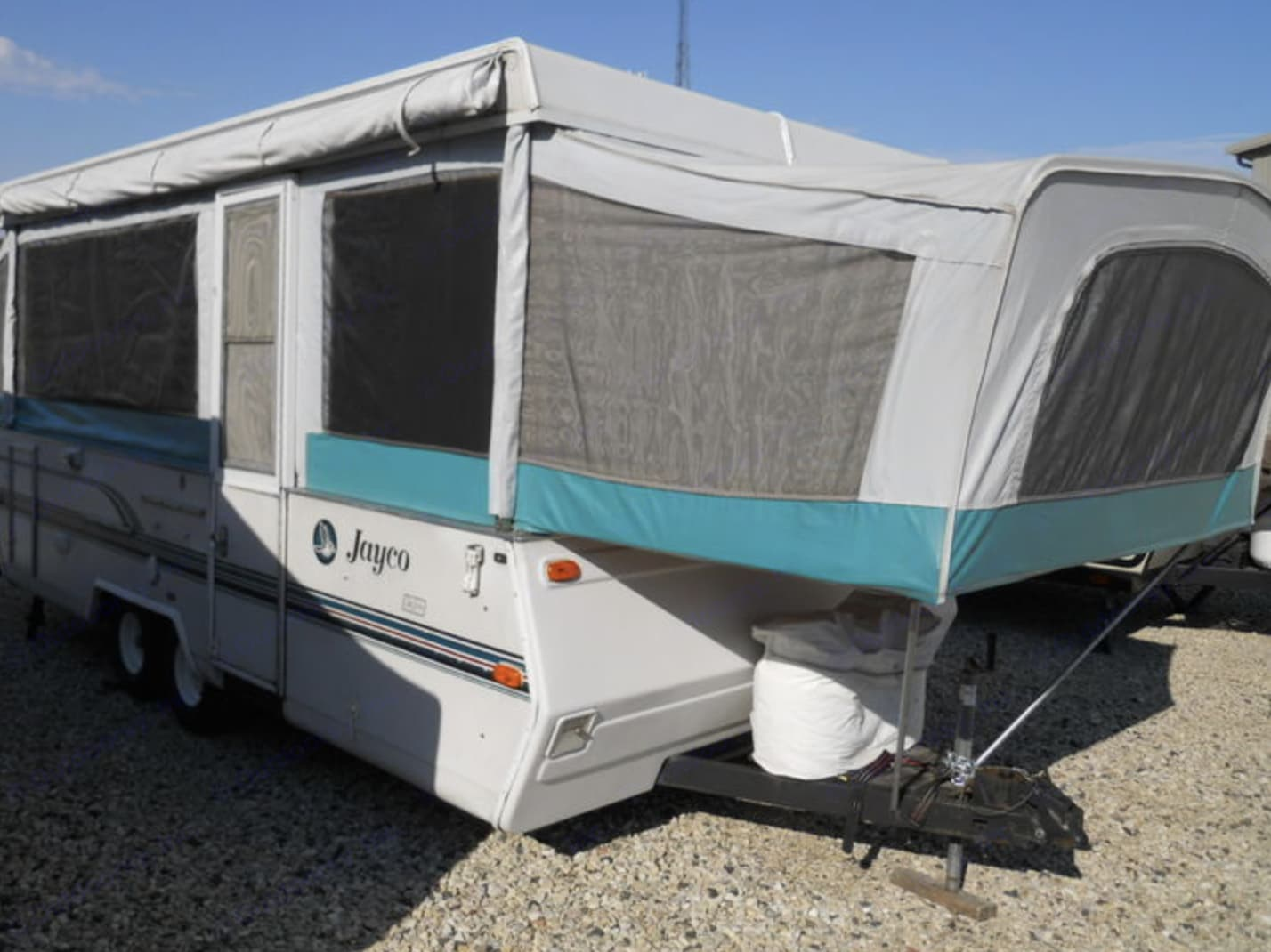 1995 Jayco 1406 Designer Series; Queen sized bed on this end.. Jayco Designer 1995