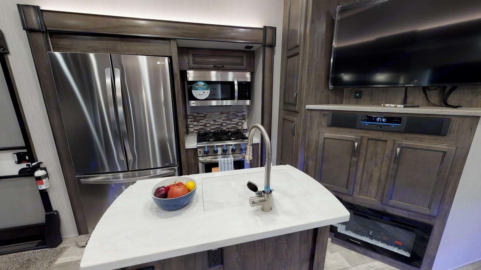 Kitchen. Forest River Sierra 2019