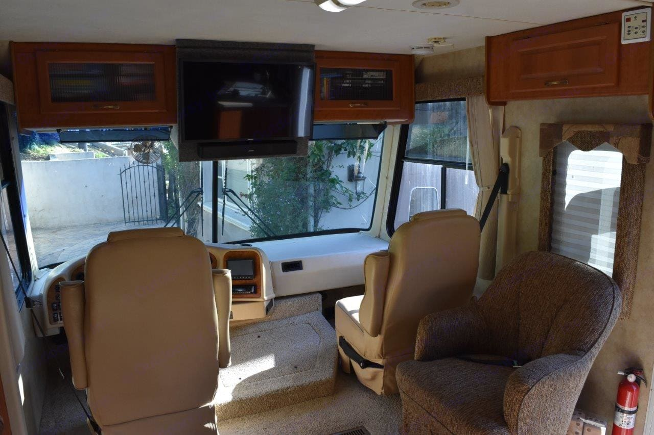 Front area with large TV and sound bar with Bluray disc and distribution system for full digital TV around coach.. Damon Daybreak 2007