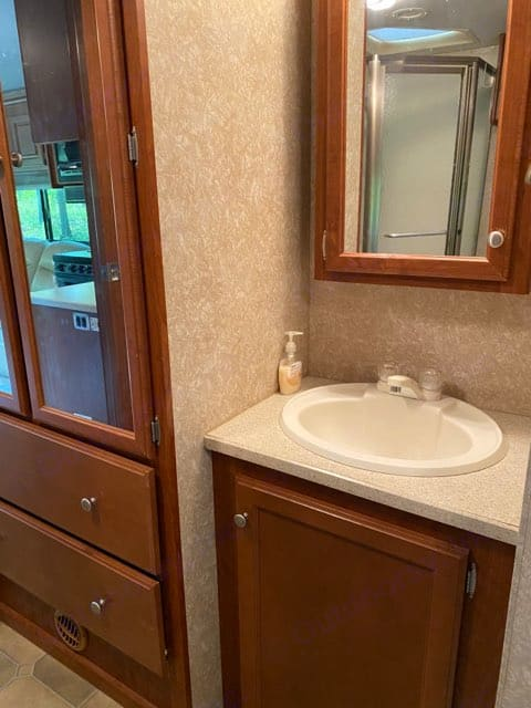 Bathroom sink. Thor Motor Coach Windsport 2006