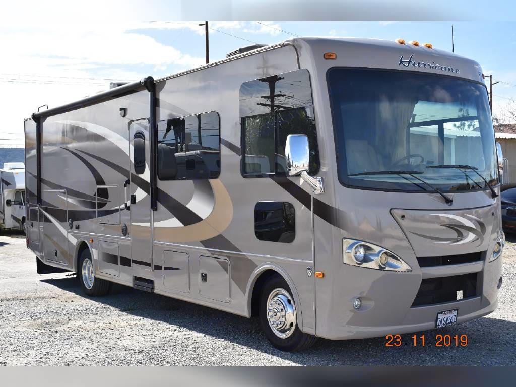 Thor Motor Coach Hurricane 2015