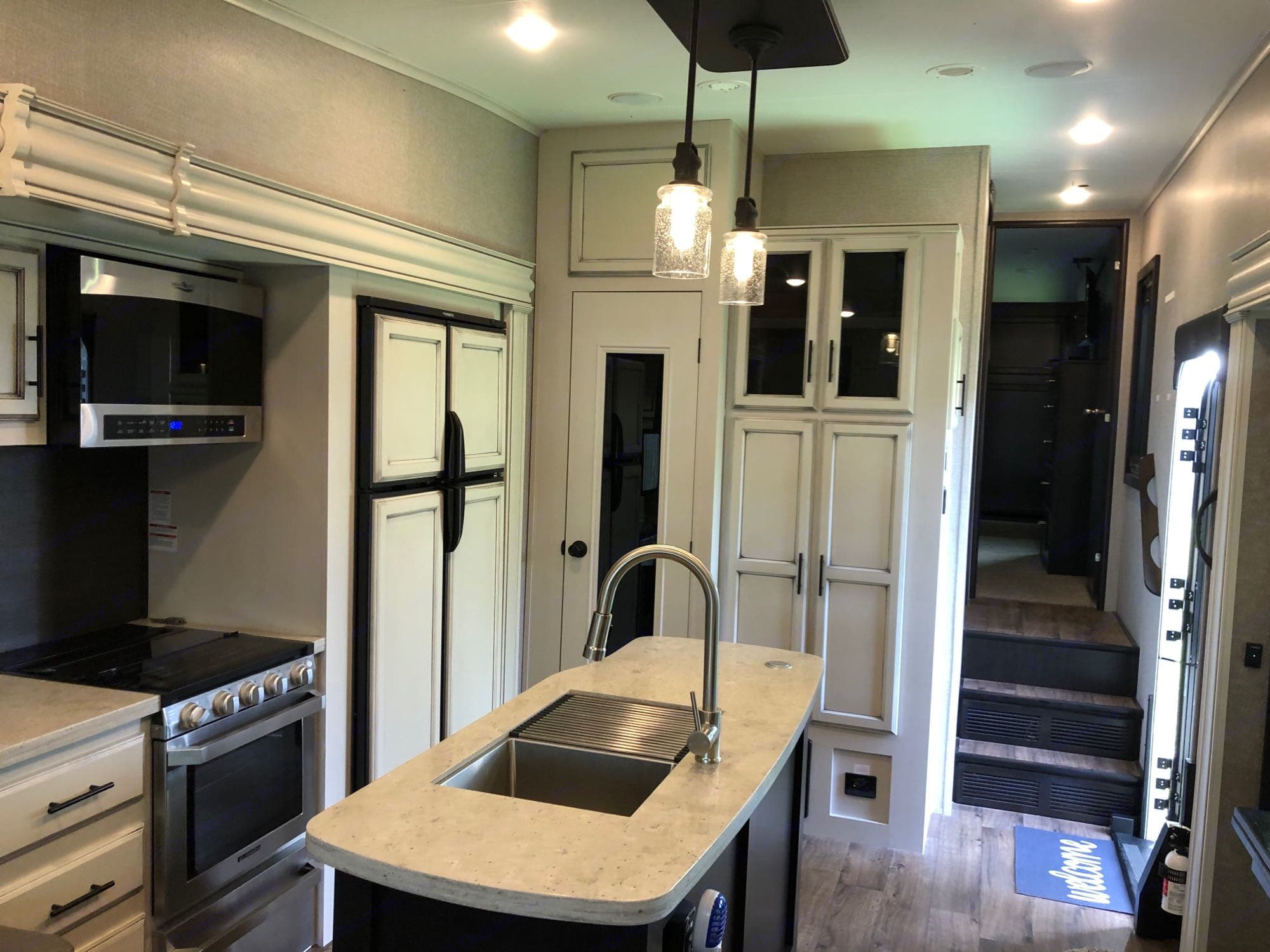 Fully equipped kitchen. Jayco Eagle 2020