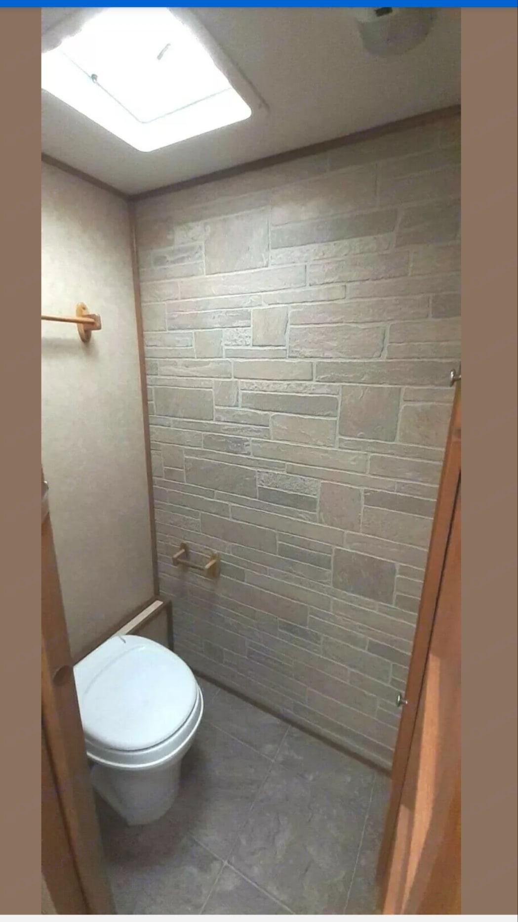 Beautiful bathroom. R-Vision Trail-Bay 2006