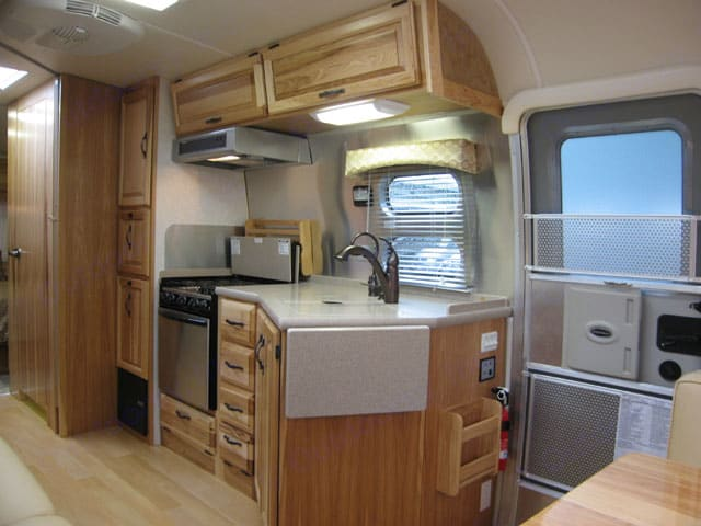 Kitchen. Airstream Classic Limited 2009