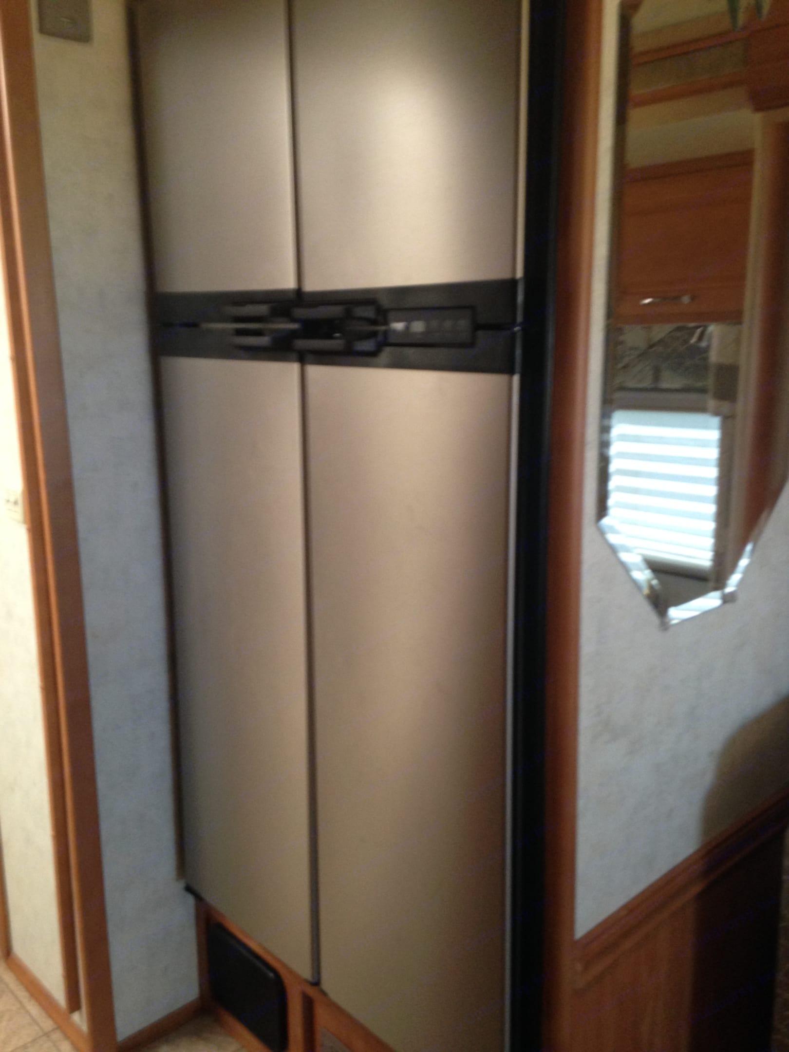 Refrigerator. Winnebago Journey 2005