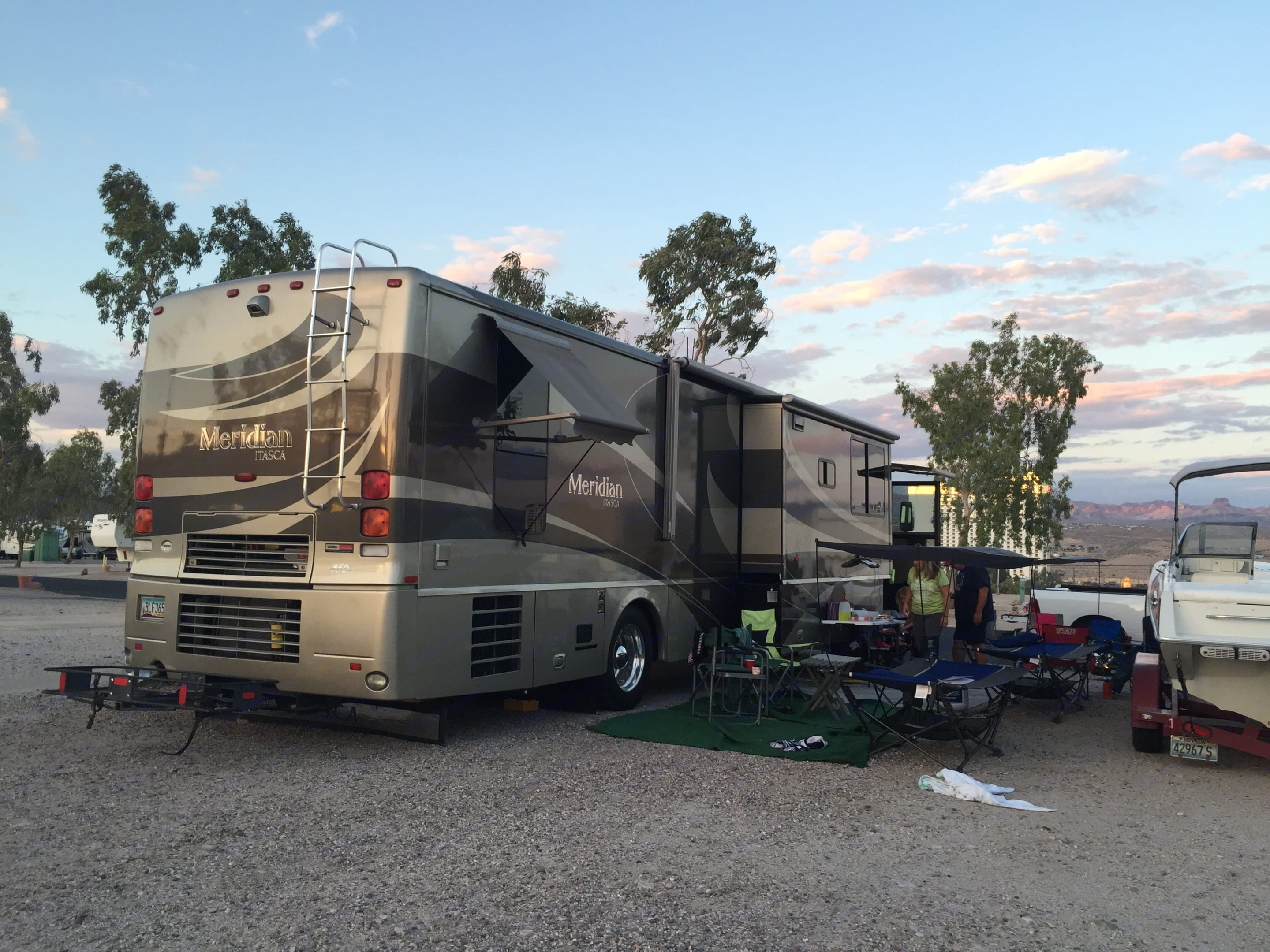 Shown without large 20 ft awning out. Rear has camera and towing hitch.. Itasca Meridian 2006