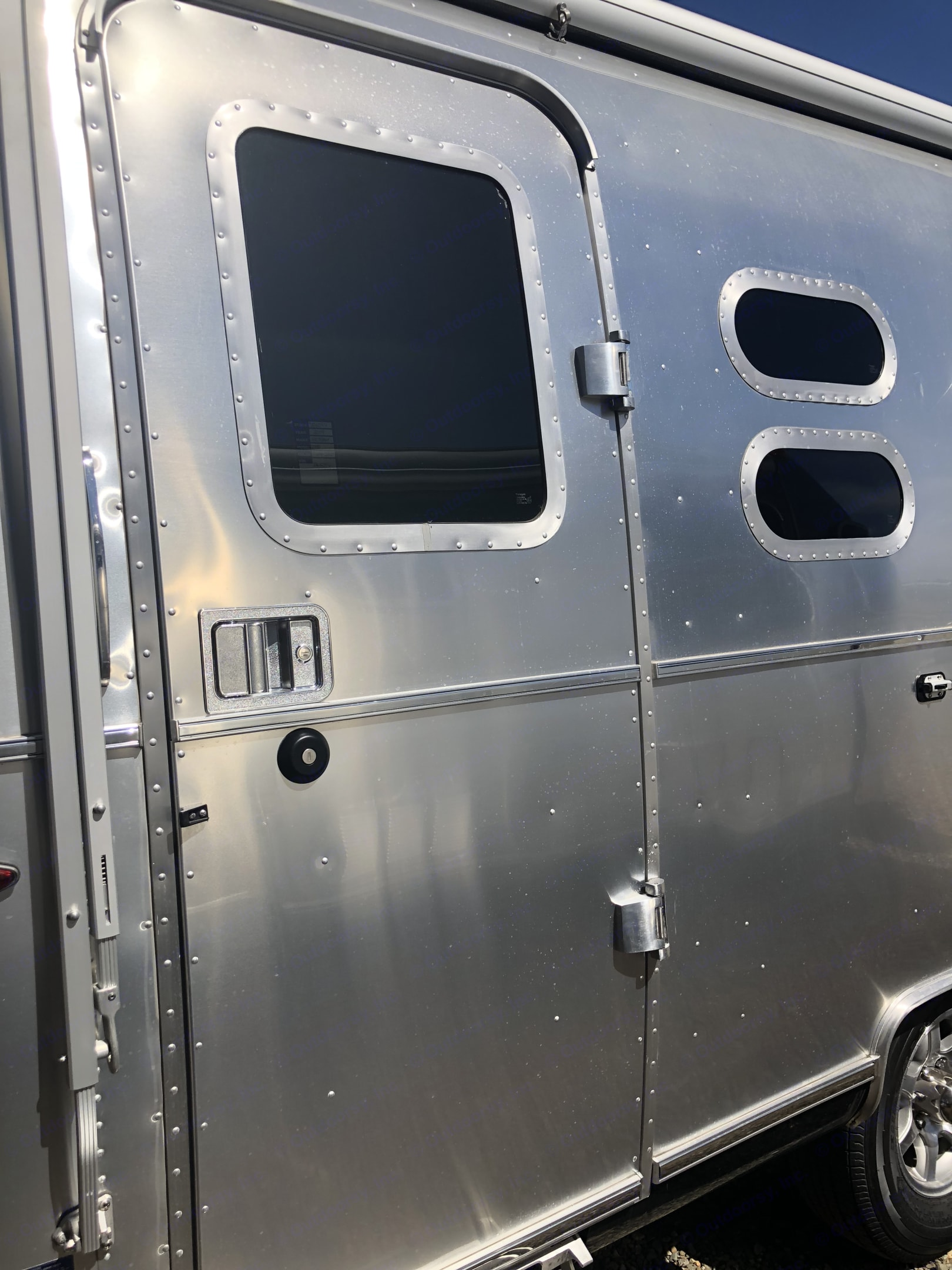 Entrance. Airstream FlyingCloud 2019