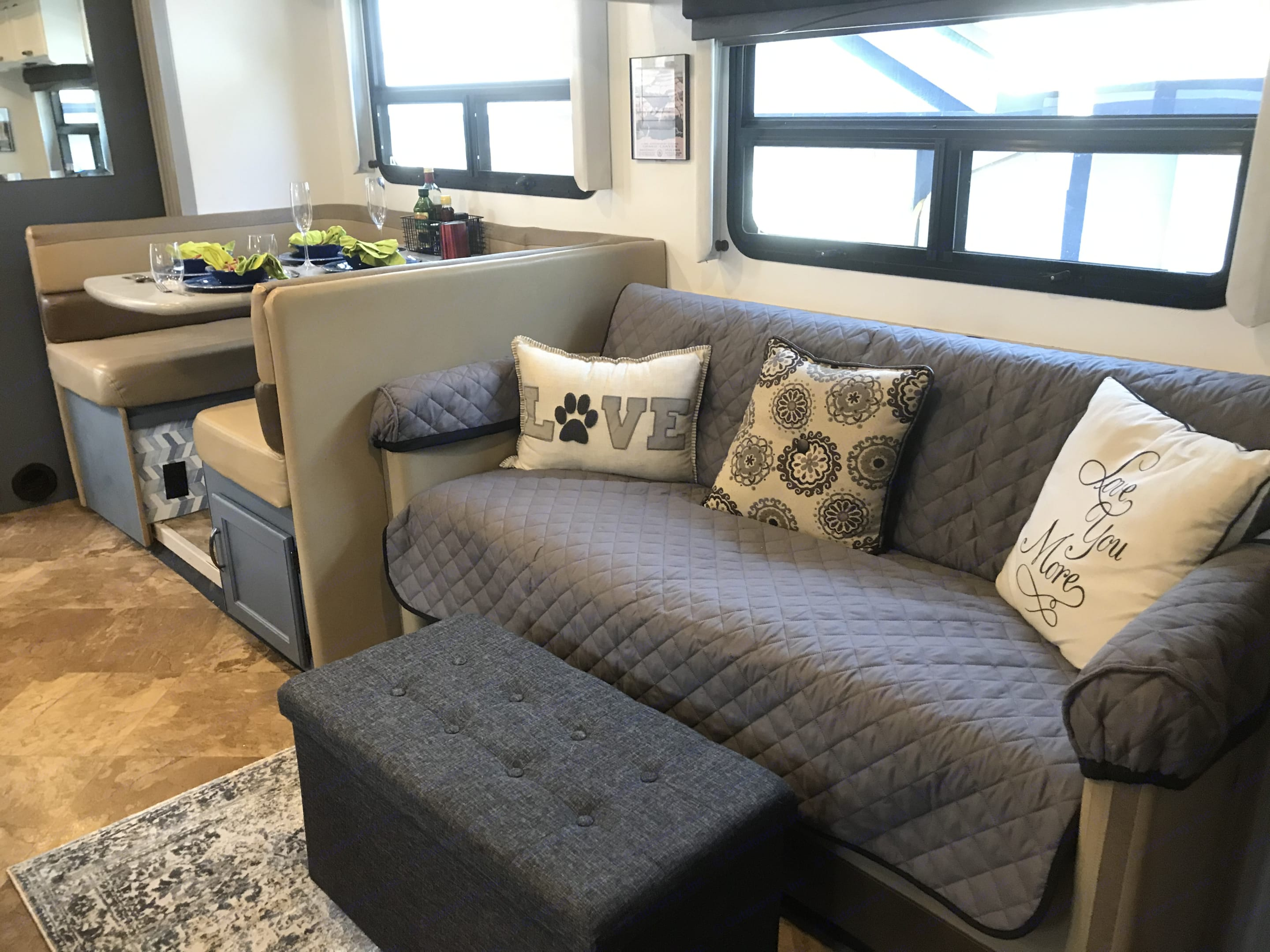 Living and dining space. Thor Motor Coach A.C.E 2016