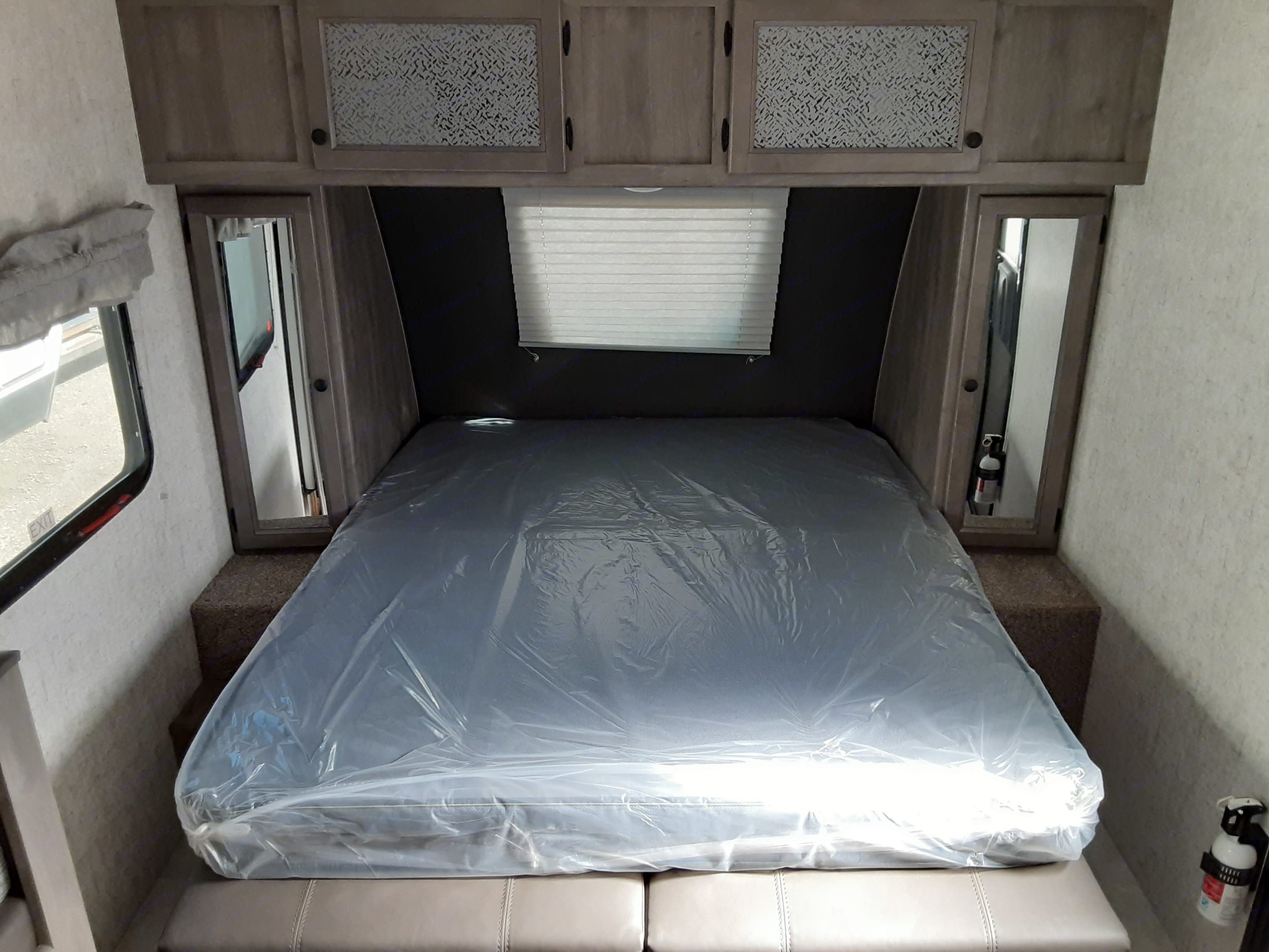 LAYS OUT TO BECOME A QUEEN BED!. Coachmen Apex 2021