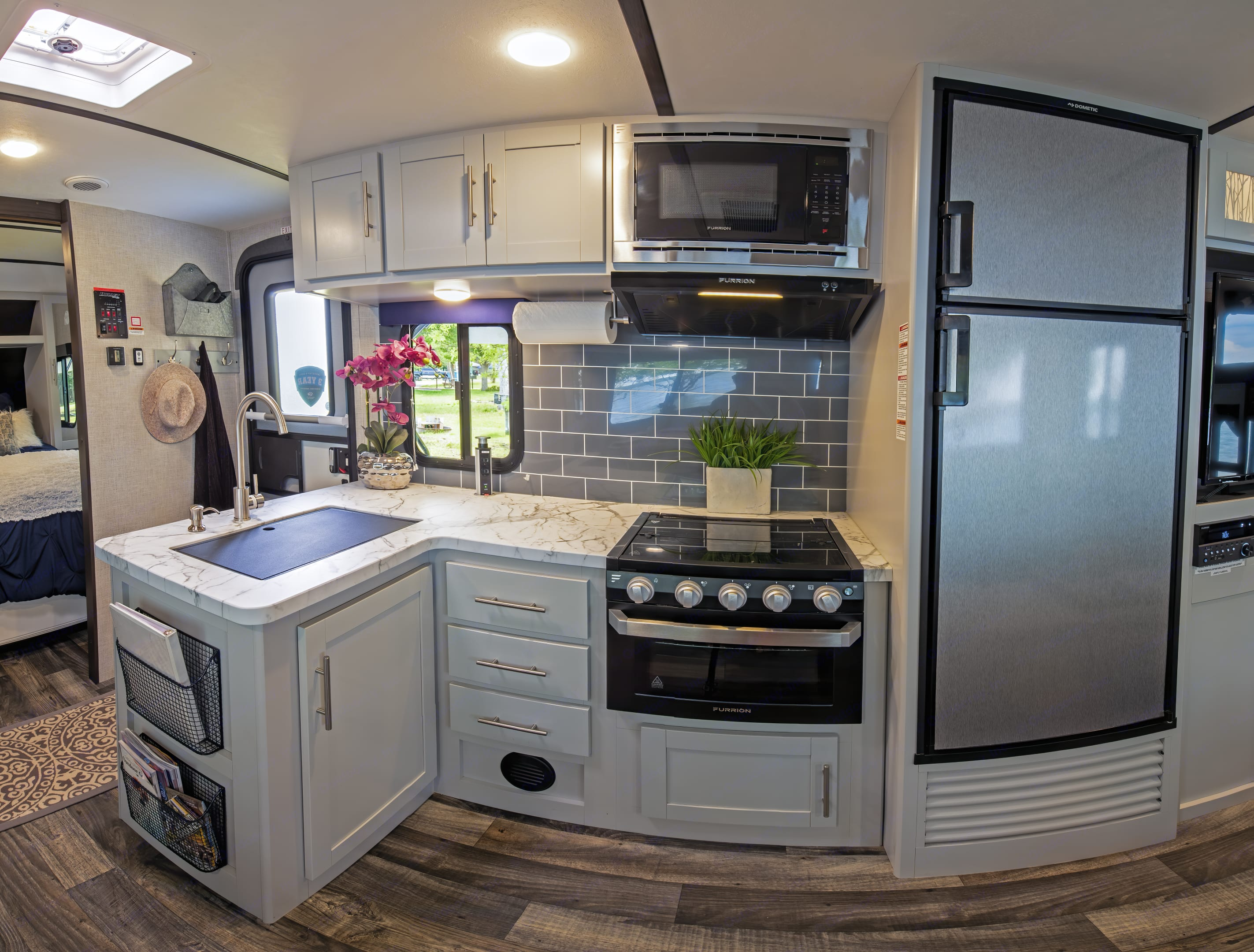 Kitchen wide view.. Keystone 290 BHS Bullet 2020
