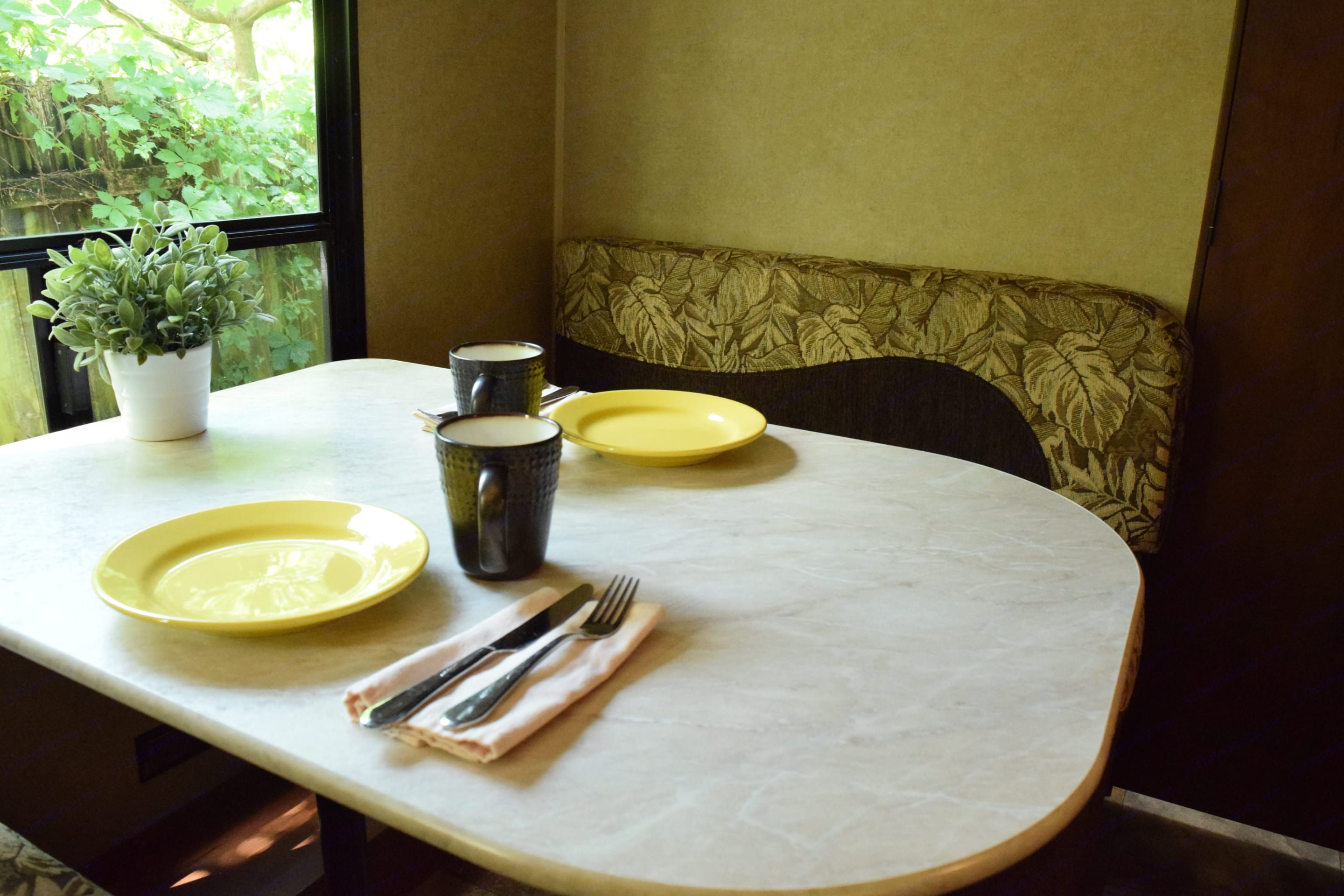 Enjoy a meal in air conditioned comfort. Dinette converts into a bed.. Jayco Jay Flight 2014