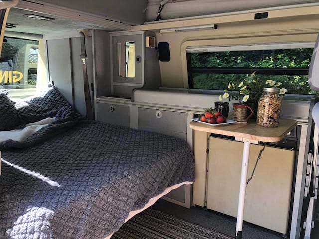 Ginny Joan is ready to treat you to the outdoors in comfort and style.. Volkswagen Eurovan Camper 2000