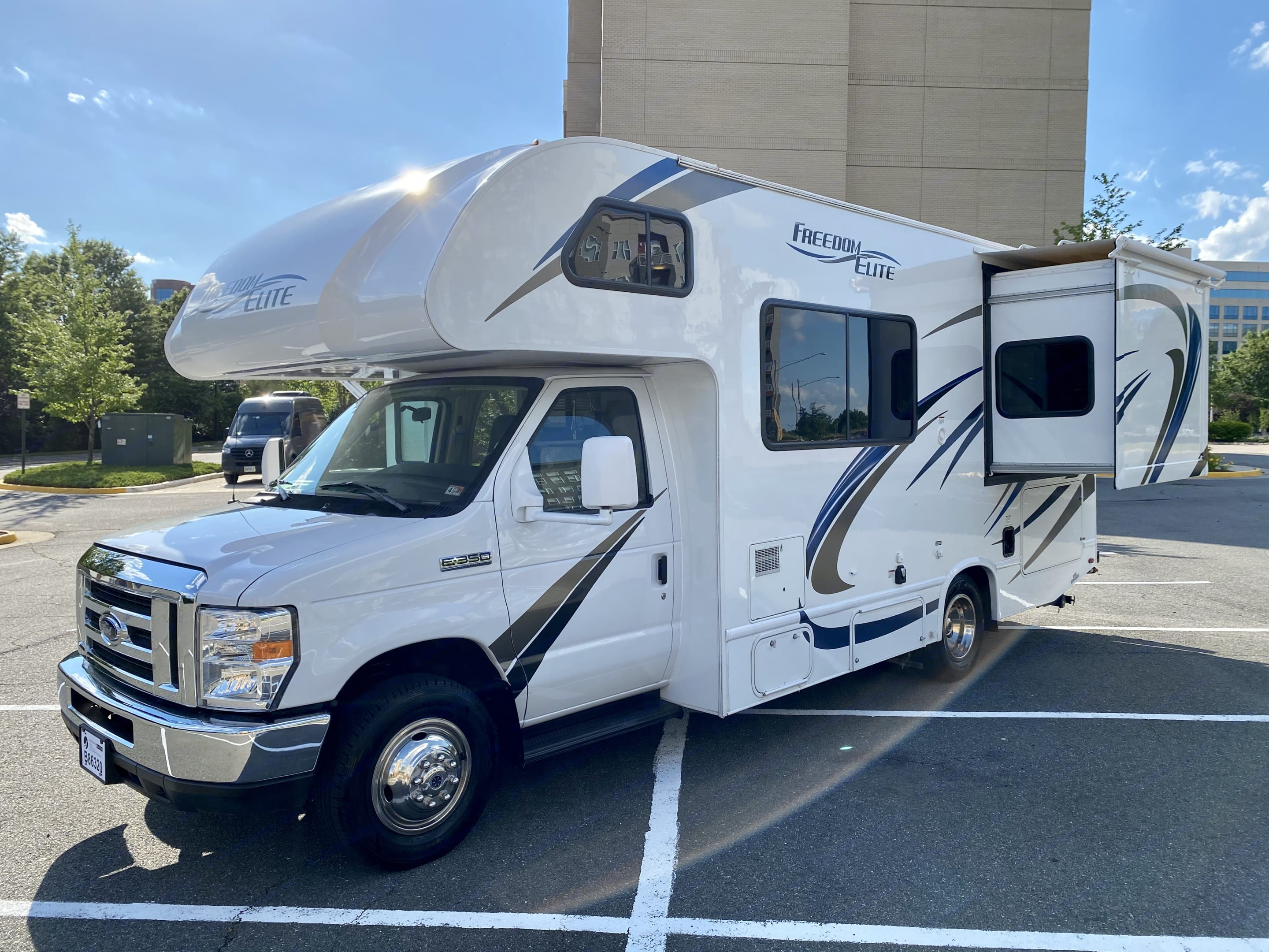 Driver Side with Slideout extended. Thor Motor Coach Freedom Elite 2018