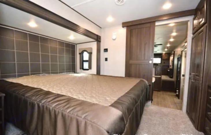 Kingsize bed. Keystone Avalanche 2019
