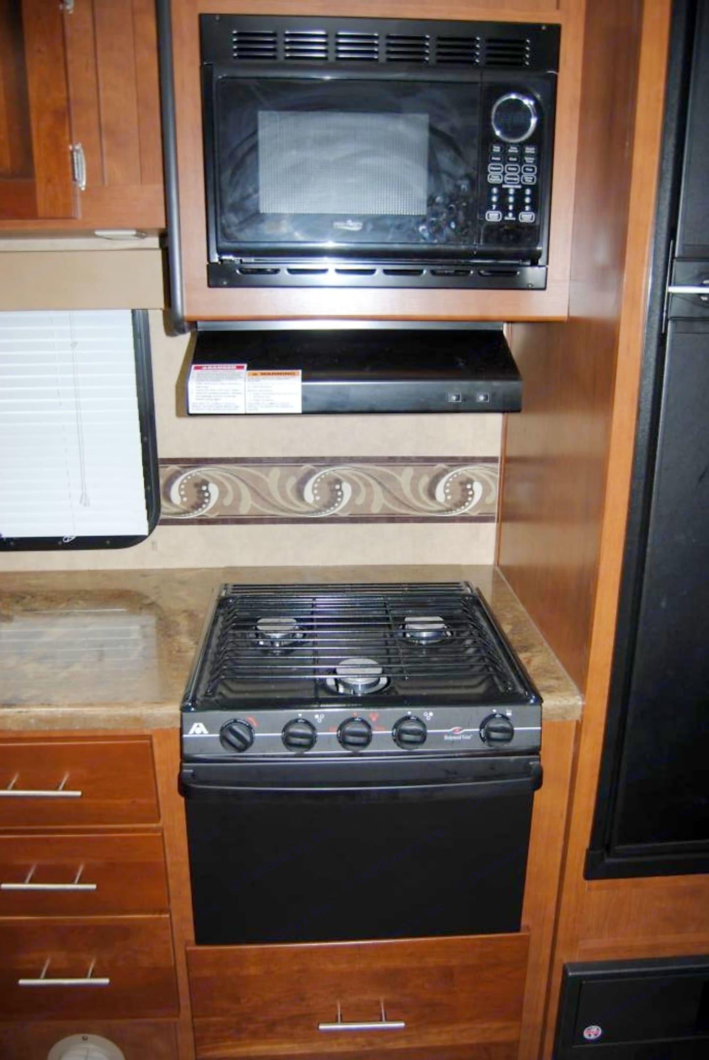 Interior Kitchen Essentials. Dutchman Kodiak 284BH 2013