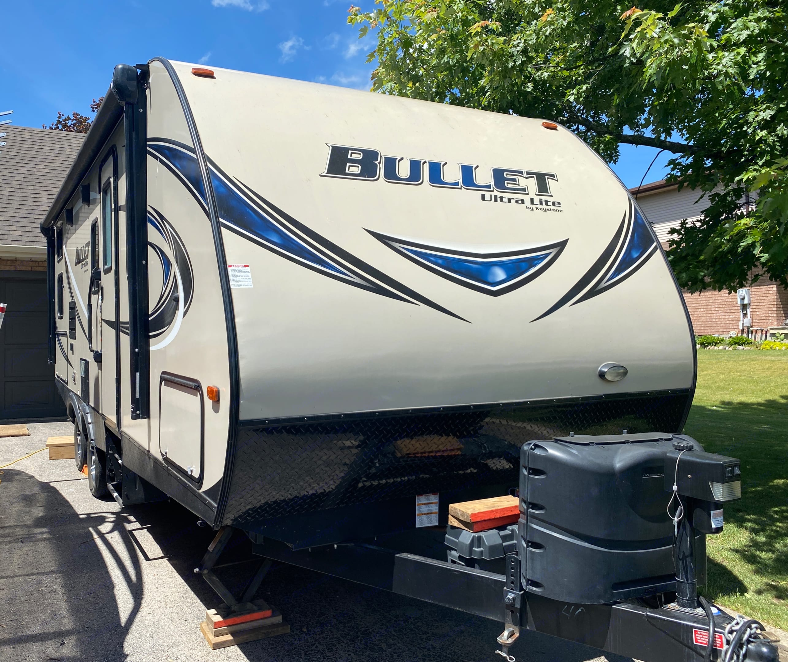 Lite weight and step dynamic  6500lbs dry weight. Keystone Bullet 2017