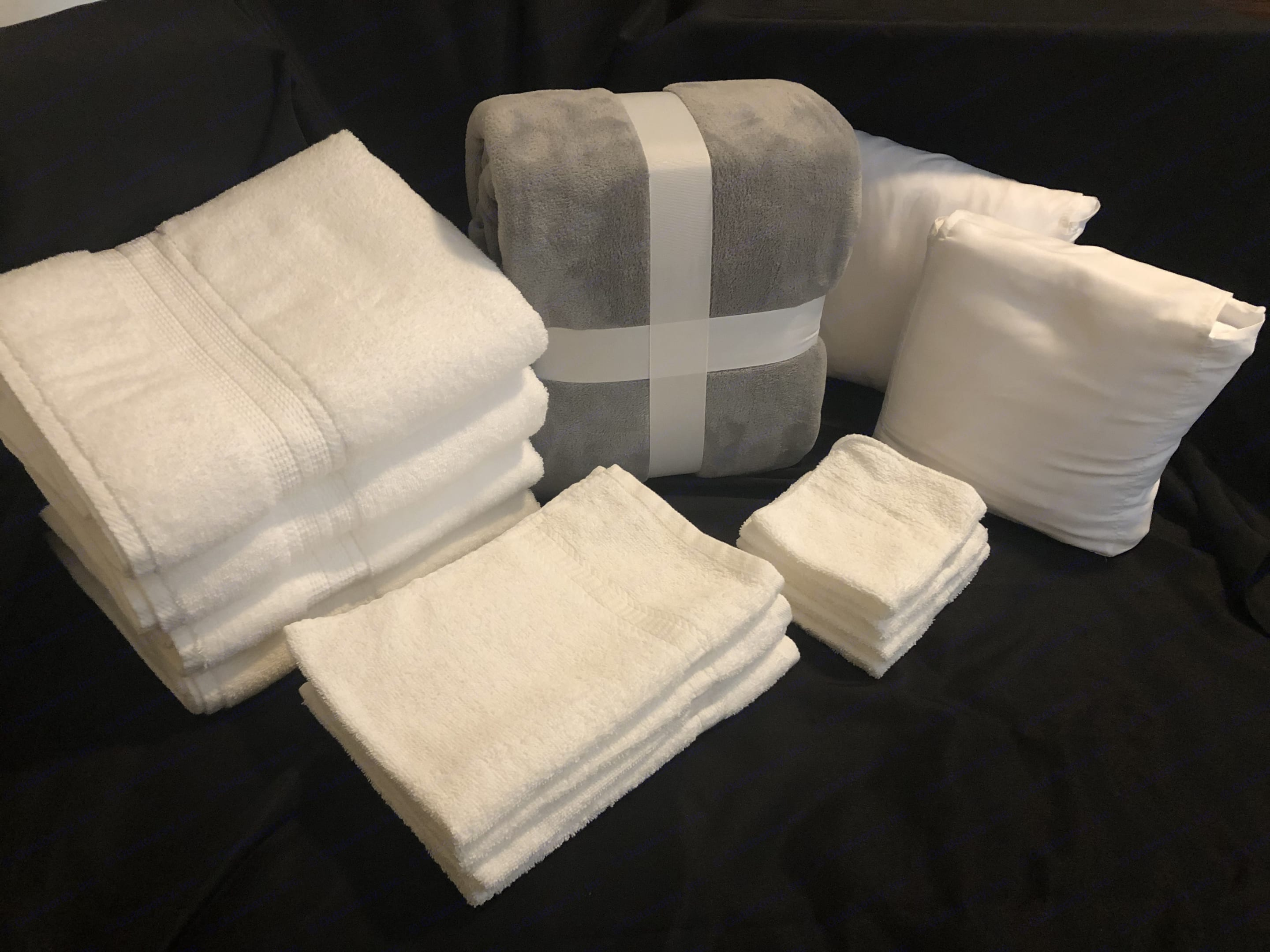 """Bedding sets 2 with 2 blanket. Towel sets (4 bath towels, 4 hand towels and 4 wash cloth)  Check our """"Add- ons"""" section for more.. Winnebago Trend 2015"""