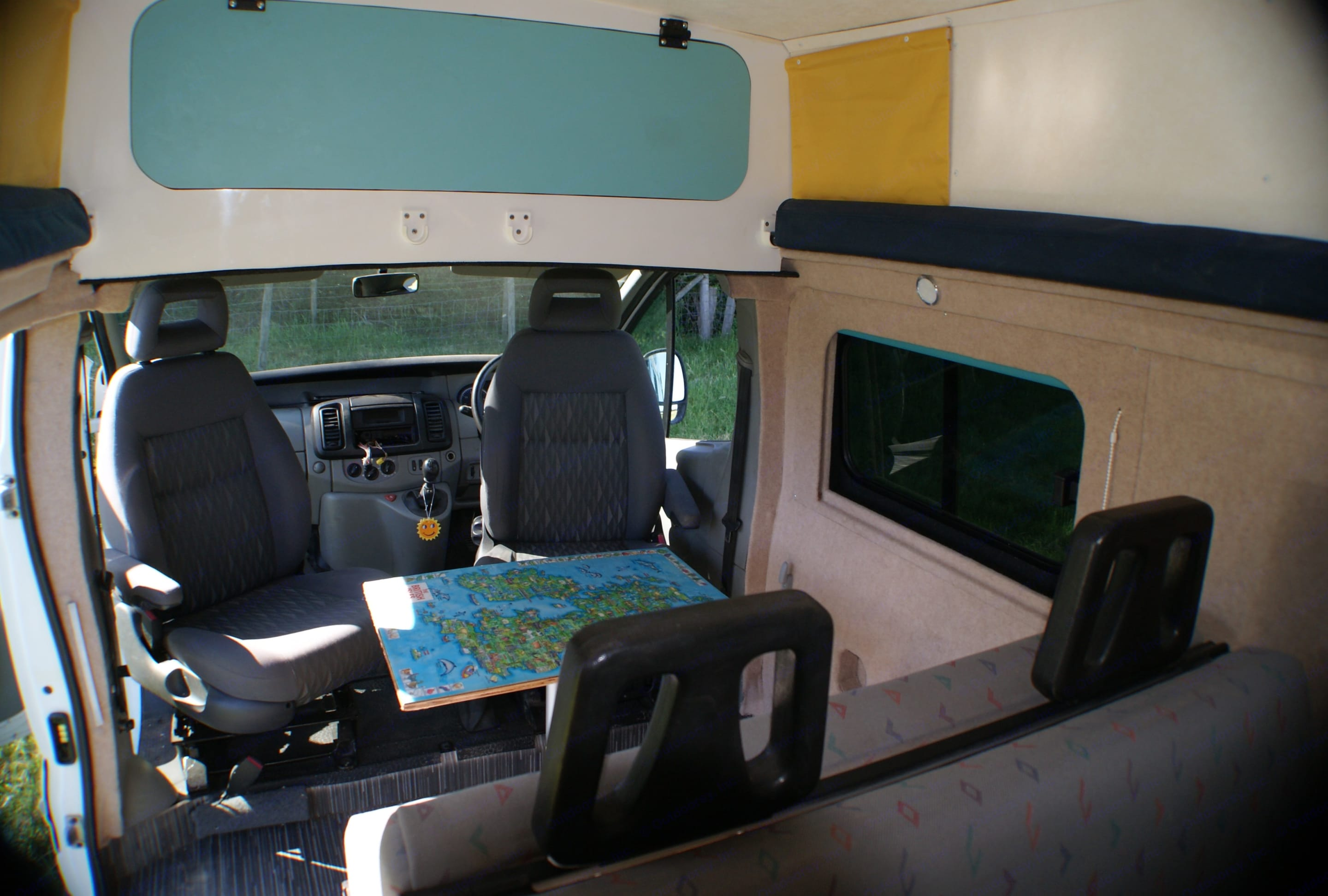 UK jigsaw map table for an extra smile! Plus deep over cab storage (and under bed storage too) . Nissan Primastar 2009