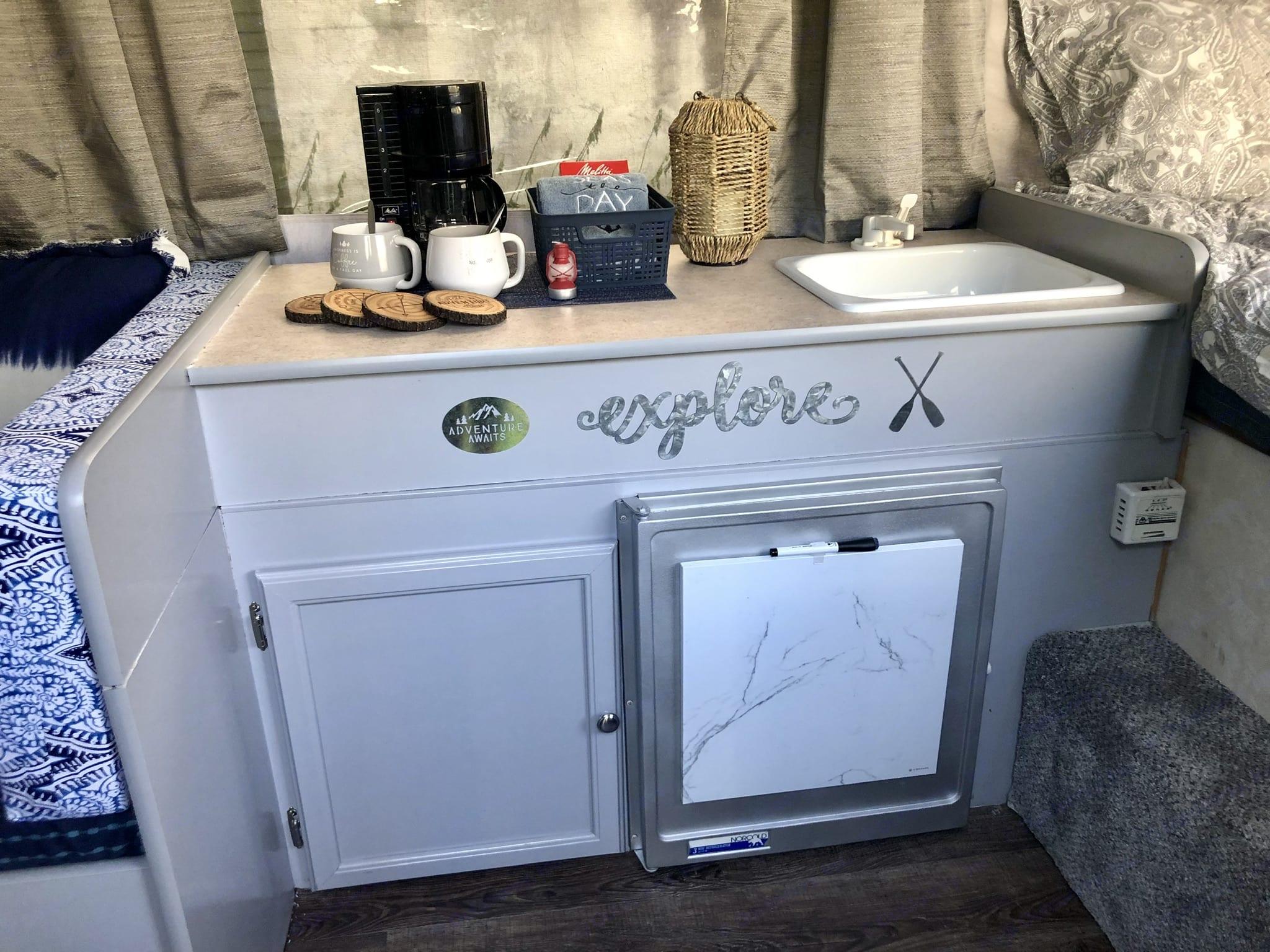 Small refrigerator. Aerolite Other 2002