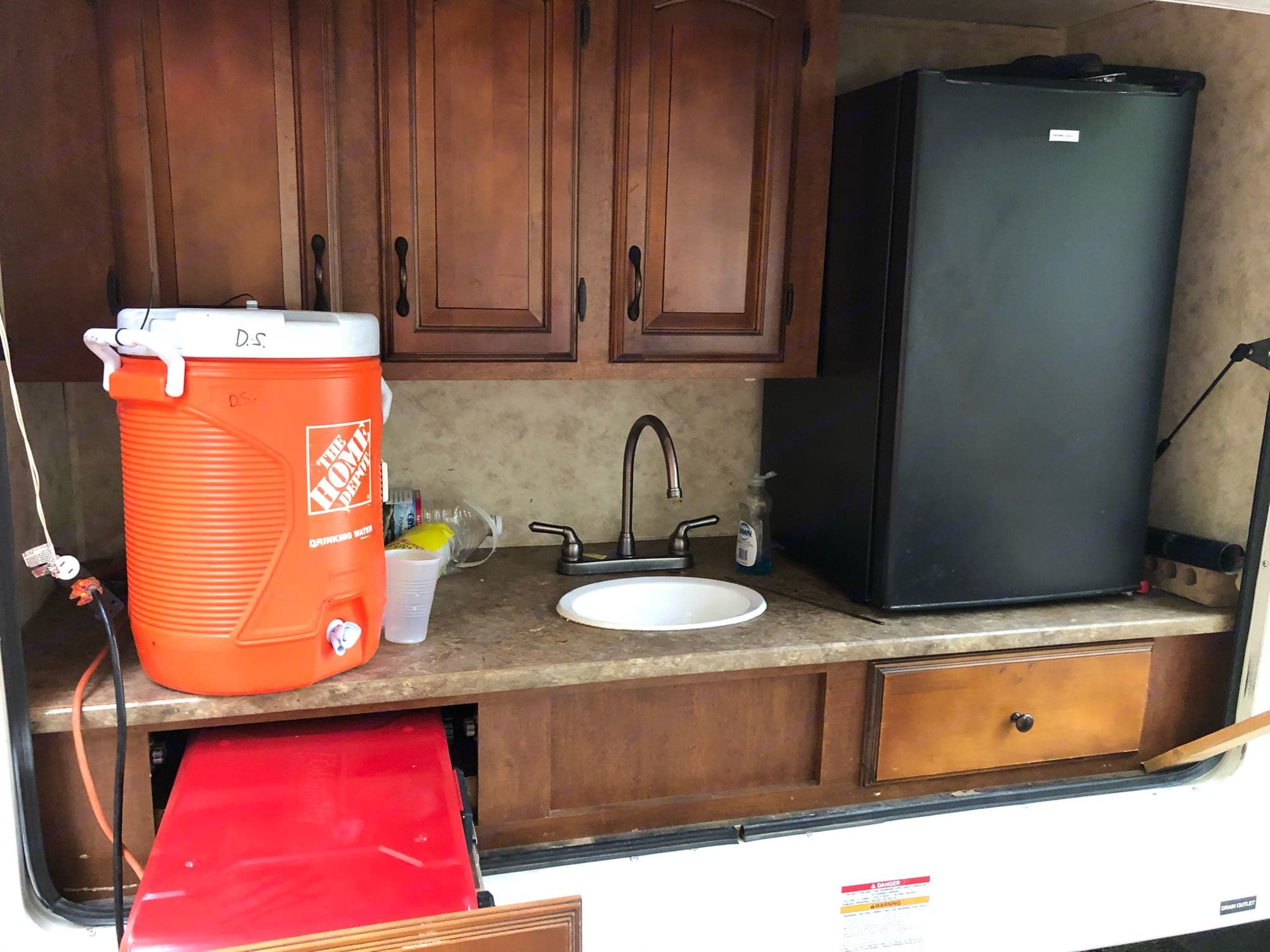 outdoor kitchen with grill/fridge. Coachmen Chaparral 2011