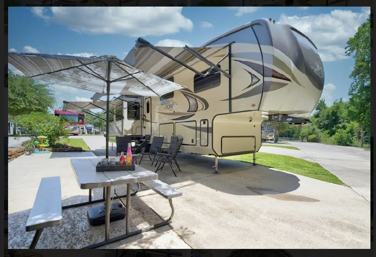 Outdoor space. Jayco North Point 2018