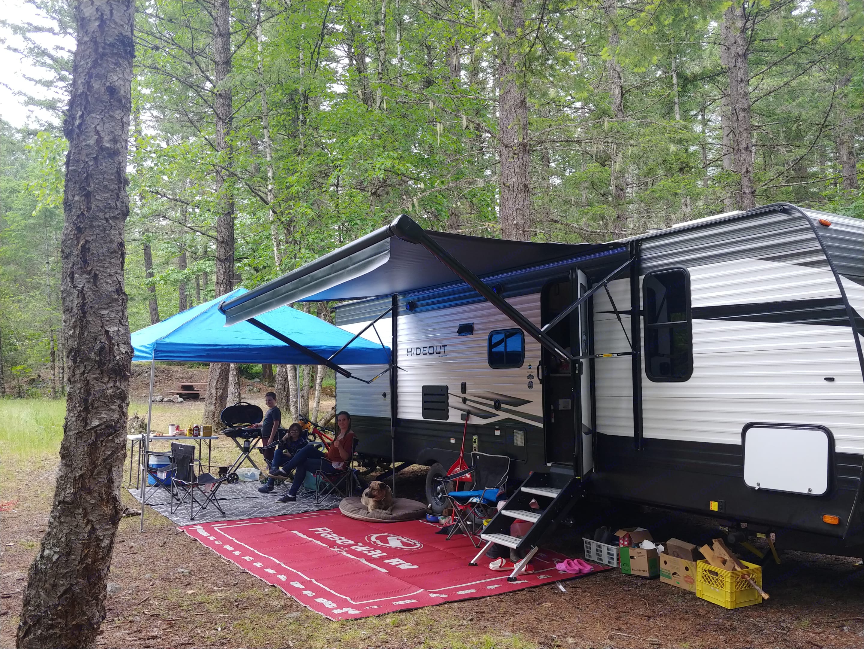 Outdoor Kitchen tent set up. Keystone Hideout 2020