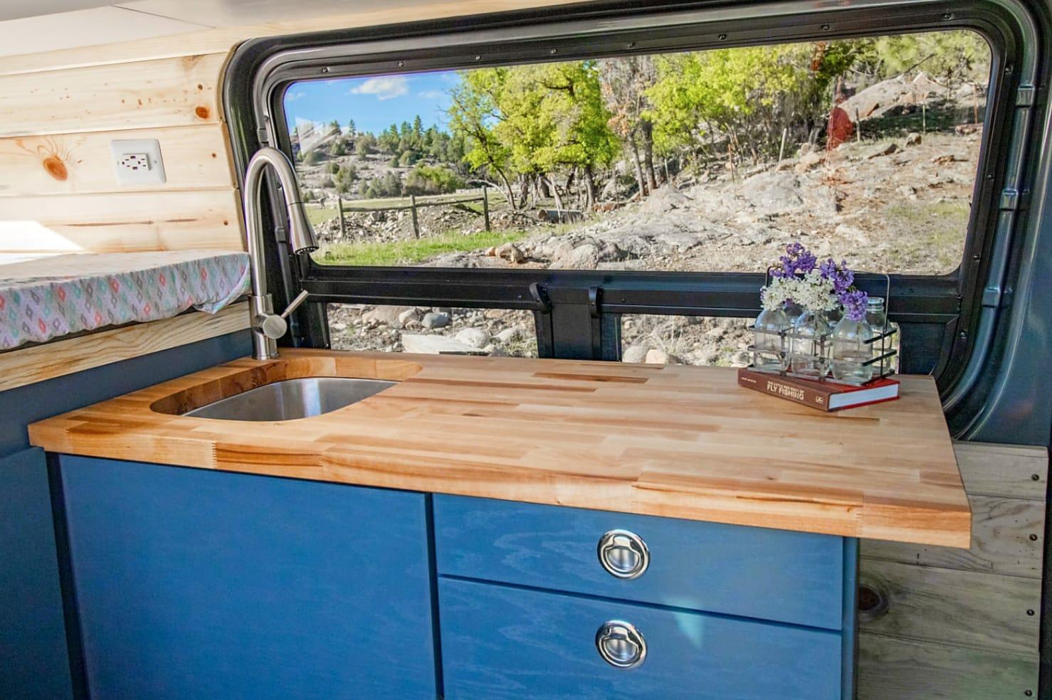 Cook delicious meals in this gorgeous kitchen.  . Mercedes-Benz Sprinter 2019