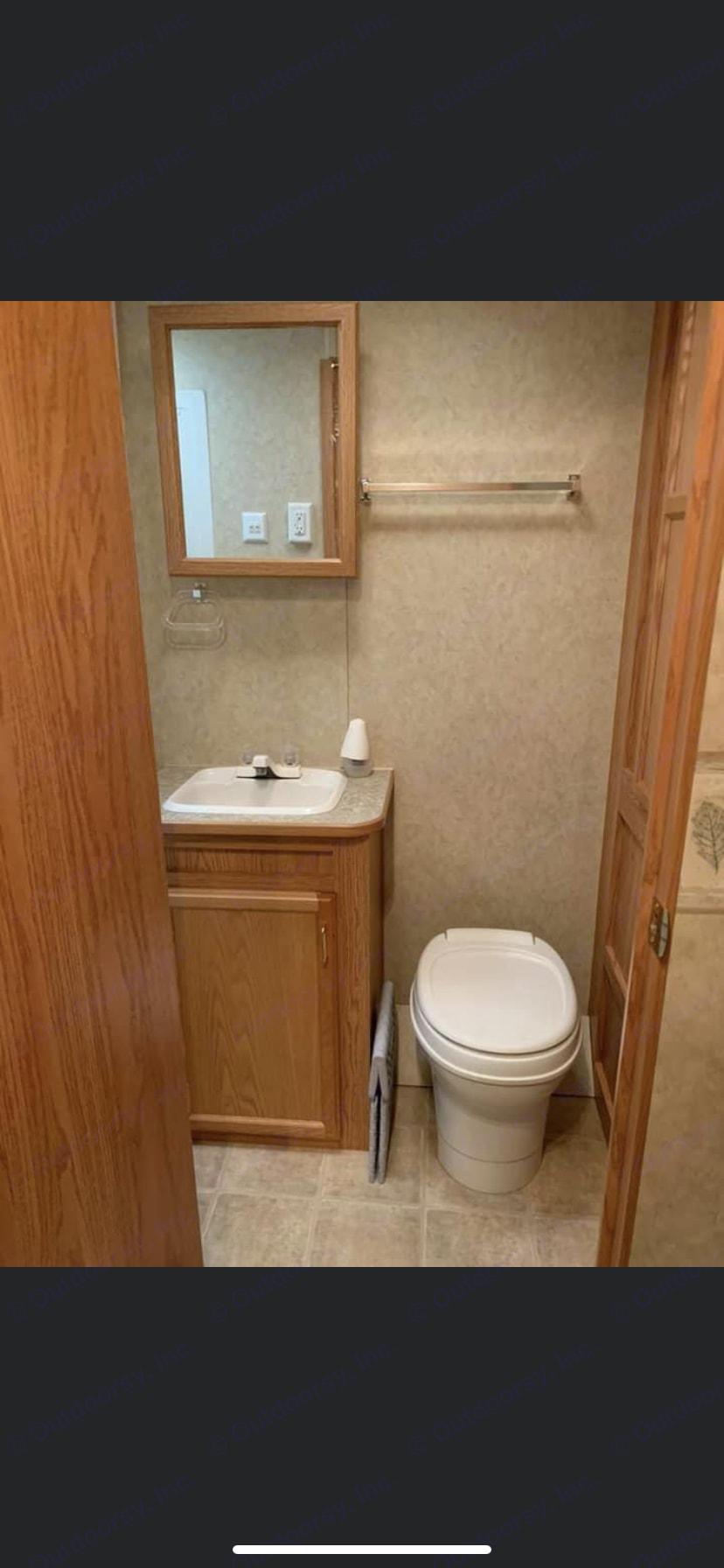 Bathroom and sink. Jayco Jay Flight 2005
