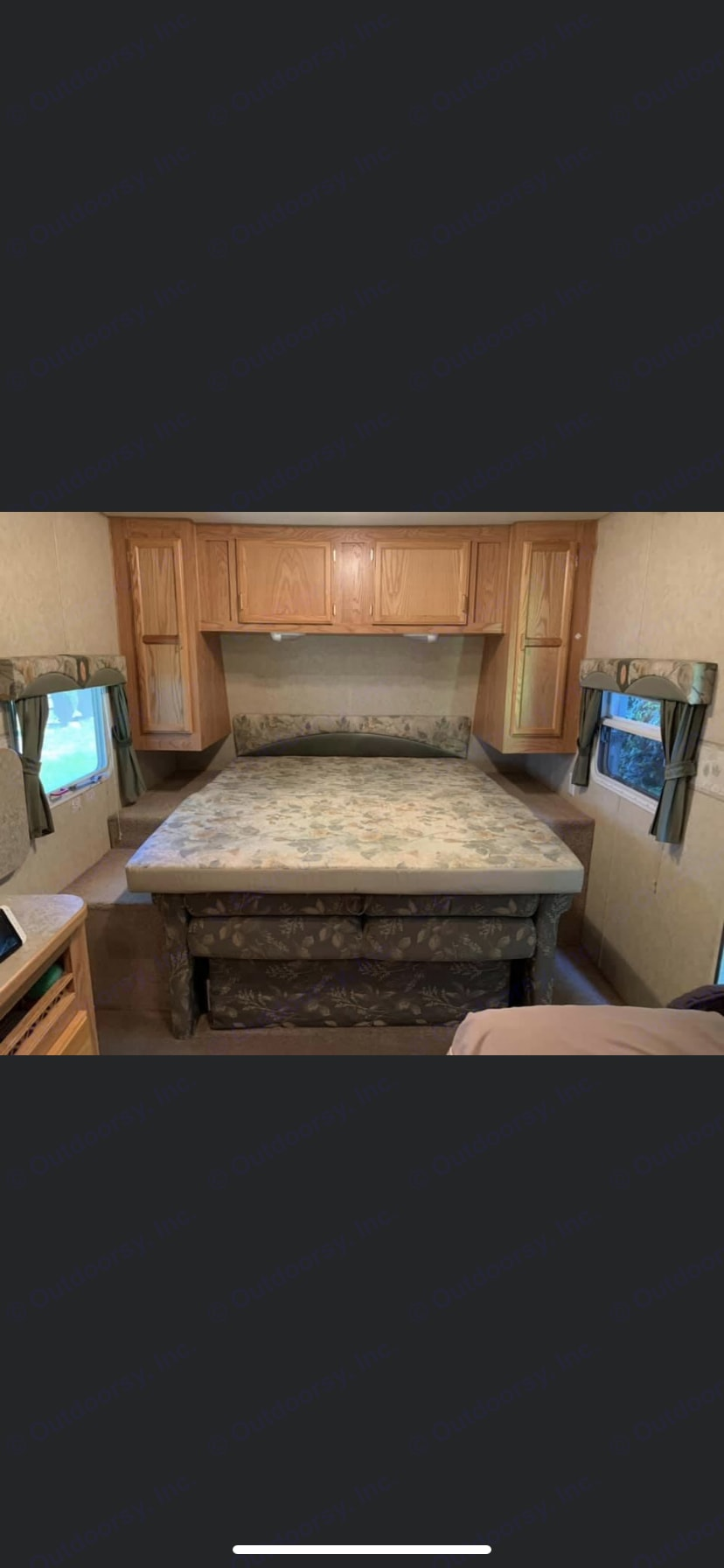 Queen size bed. Jayco Jay Flight 2005