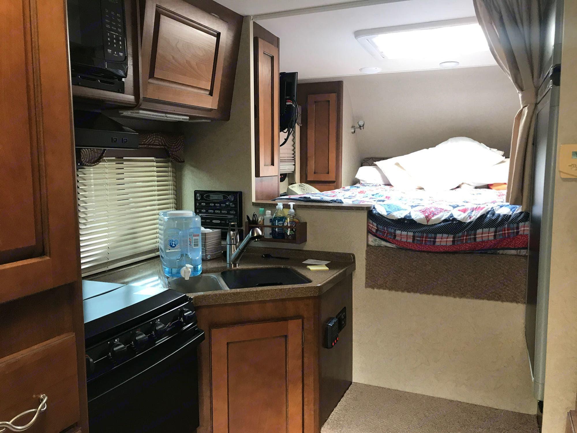 kitchen, bedroom. Lance 855s 2013