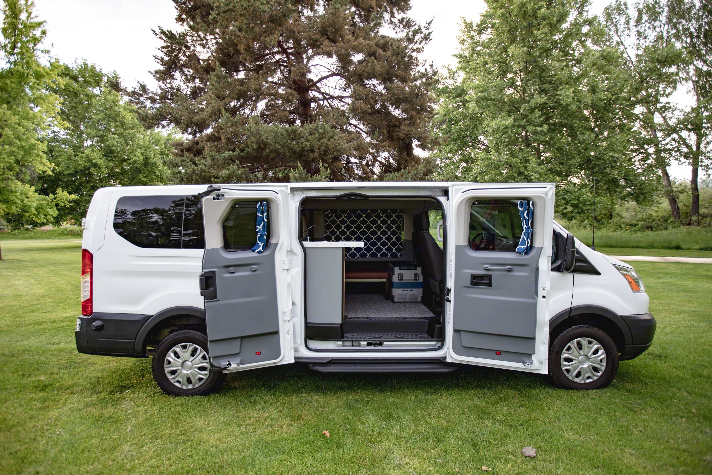 Sleek profile with minimal exterior signs allow you to explore without causing a distraction. . Ford Transit 2019