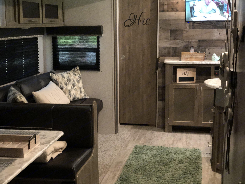 Living Area. Dutchmen Aspen Trail 2020