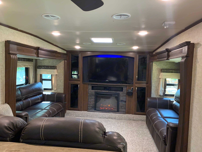 Front living room. Sierra Forest River 2017