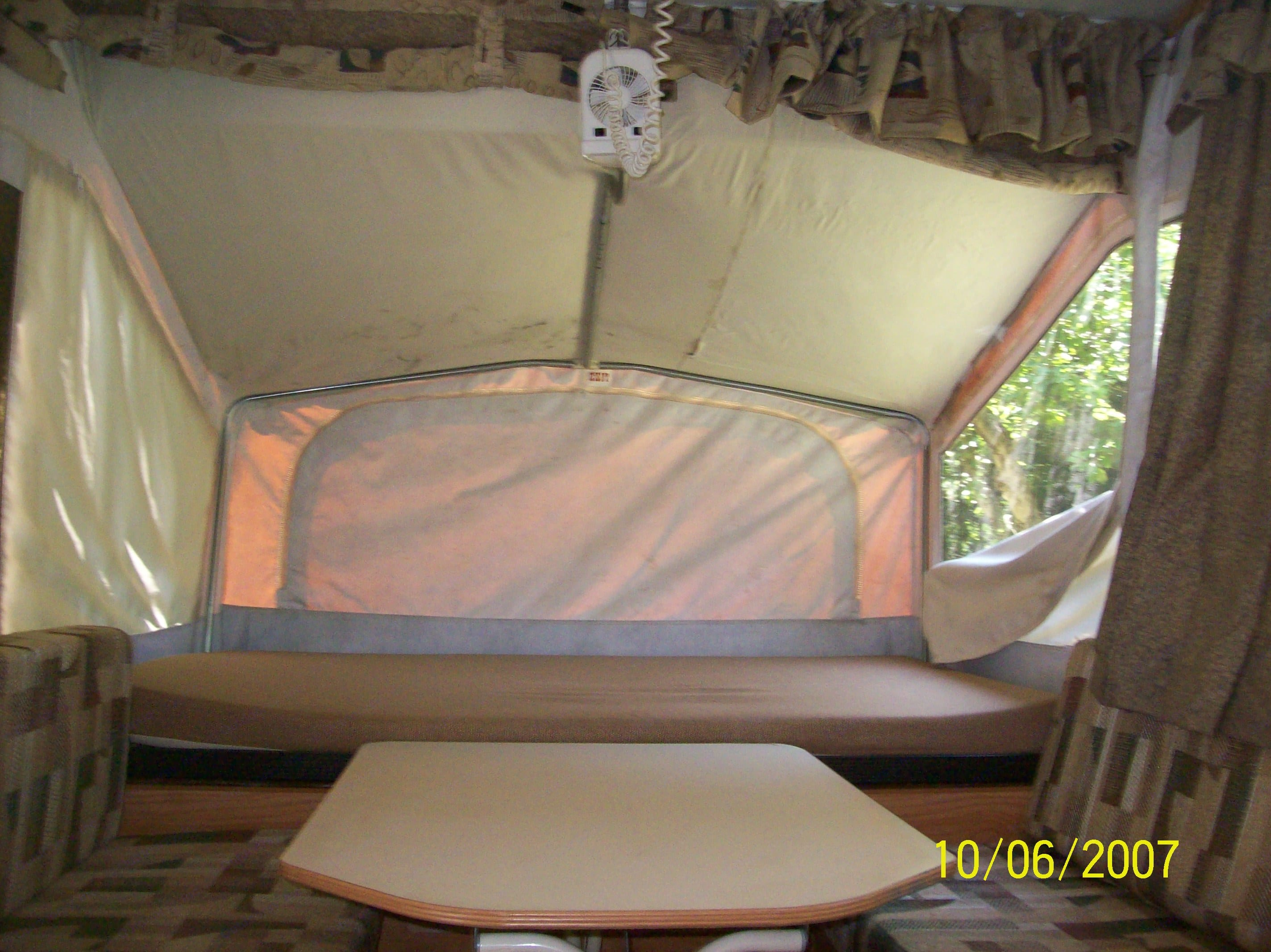 Two fans available if you have electric site. Jayco Qwest 2003